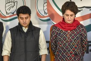 Congress general secretaries Priyanka Gandhi Vadra and Jyotiraditya Scindia observe a two minute silence over the Pulwama militant attack on CRPF convoy, at the party office in Lucknow, Thursday, Feb. 14, 2019.