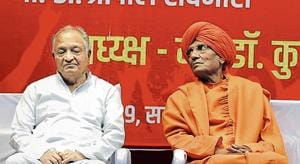 (From L) Justice PB Sawant (retd) and Swami Agnivesh during the 'Matdar Jagruti Parishad' conference on Sunday at Ganesh kala Krida Manch.