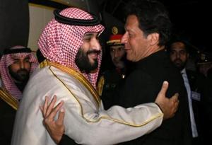 Pakistani Prime Minister Imran Khan (R) greets Saudi Arabia