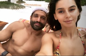 Farhan Akhtar and Shibani Dandekar shared pictures from their beach holiday on Instagram.