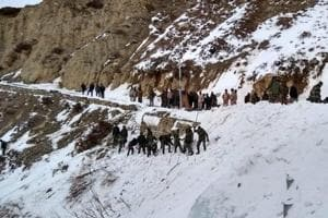 Army jawan dead, 5 trapped after avalanche near India-China border