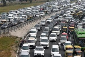 The government announced the construction of a 25-km four-lane road along the Najafgarh drain from Dhansa Regulator to Dwarka Mor to decongest parts of outer Delhi.