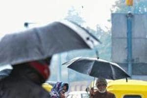Maximum temp falls by 4 degree Celsius; rain likely today