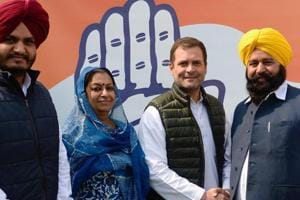 Ferozepur MPSher Singh Ghubaya (in yellow turban) joined the Congress on Tuesday, March 5, 2019, a day after resigning from the Akali Dal, ahead of the LokSabha elections.