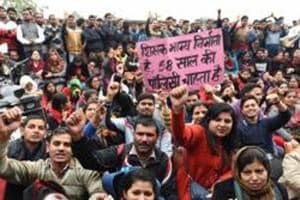 Guest Teachers of Delhi Govt schools, whose contract ended on 28 February, protested outside the residence of Deputy chief minister of Delhi Manish Sisodia, at Mathura road in New Delhi on  March 2, 2019.