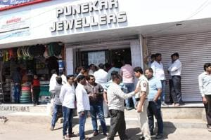 A jeweller was shot in broad daylight, by unidentified men on Wednesday at Punekar Jewellers in Kokane Chowk, Pimpri-Chinchwad during an armed robbery.