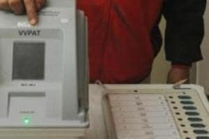 An electoral officer demonstrates an EVM and a VVPAT during a review meeting in Patna on January 18.