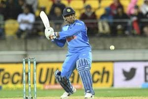 Experience in middle is important, never underestimate the importance of MS Dhoni: Michael Clarke