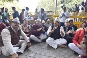 A delegation of AAP met the Chief Election Commissioner Sunil Arora to lodge a complaint against the Delhi Police which, it claimed, was acting at the BJP's behest to harass the call centre employees.