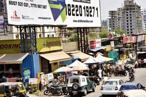 According to the development plan, the width of the road from Wakad chowk to Dange chowk should be 45 metres, however, the road is only 24 metres. The road is now encroached by hawkers.