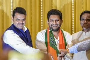 "Shiv Sena minister Arjun Khotkar and state Bharatiya Janata Party (BJP) president Raosaheb Danve ended their feud over a Lok Sabha seat for ""alliance dharma"", the two leaders announced in Aurangabad on Sunday.  (Photo by Kunal Patil/Hindustan Times)"