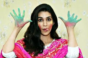On the occasion of Holi, Kriti Sanon wishes everyone lots of happiness and good health.