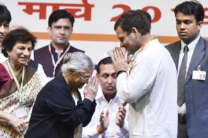 Congress president Rahul Gandhi greets DPCC president Sheila Dikshit at a booth presidents convention in Delhi on  March 11. (Photo by Sanjeev Verma/ Hindustan Times)