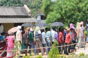 Voters rush a booth in Gautamdhara village under Angara block during polling for the Silli assembly constituency by election in Ranchi, India, on Monday, May 28, 2018.
