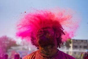 #puneinpixles: Citizens ring in Holi with a splash of colour