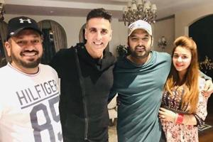 Akshay Kumar poses with Kapil Sharma, Ginni Chatrath and Punjabi actor Gurpreet Ghuggi.