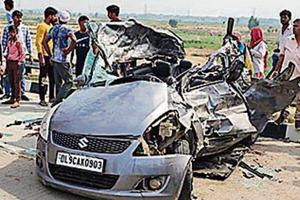 Returning from holiday, four Noida medical students killed in accident