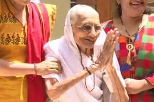 PM Modi's mother greets supporters amid slogans of 'Har, Har Modi'