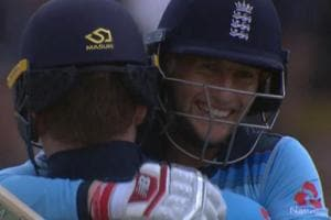England thrash Australia by 8 wickets to reach WC final after 27 years