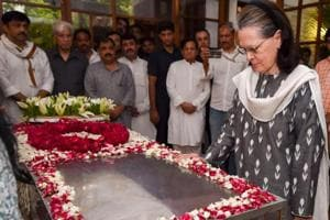 Sheila Dikshit's last rites on Sunday afternoon, leaders throng her Delhi home