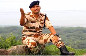 Independence Day: ITBP constable sings 'Sandese Aate Hain', wins hearts- Watch