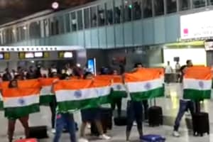 Independence Day 2019: Flash mob at Kolkata airport dances to Teri Mitti to celebrate I-Day