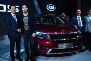 Tiger Shroff launches Kia Motors' Seltos in Mumbai, calls the SUV 'bada...