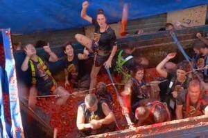 Watch: Over 20,000 people participate in La Tomatina festival in Spain