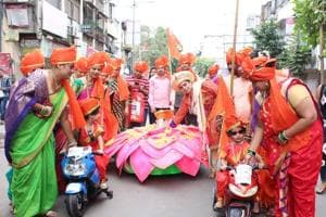 When 3-yr-old twins lead visarjan procession in Pune, it's 'going green' all the way