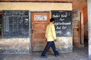 Amid shutdown, schools in Kashmir Valley home deliver lessons