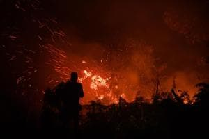 Photos: Indonesia rushes in soldiers, aircrafts to battle peatland fires