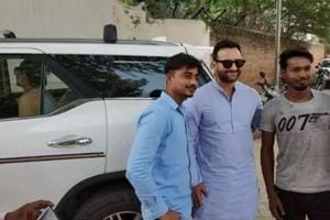 Saif Ali Khan forgets way to Pataudi Palace, asks locals for directions as Kareena, Taimur sit in car