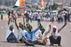 UP farmers march to Delhi, demand loan waivers and better crop prices