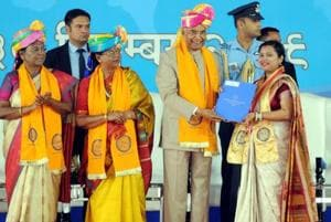 President Kovind praises MS Dhoni's 'humility', asks youth to be health conscious