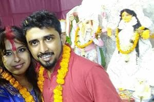 Bengal couple gets married in Durga puja pandal within hours of meeting