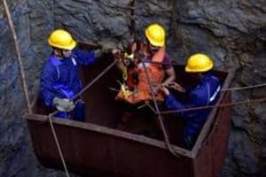 Rescuers struggle to reach 3 trapped inside illegal coal mine in Bengal's Kulti