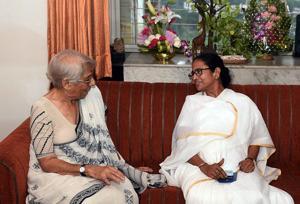 Mamata meets Nobel winner Abhijit Banerjee's economist mother, seeks advice from both