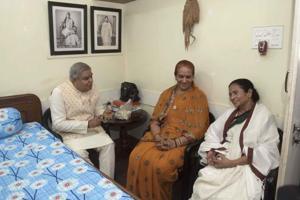 Bengal guv Dhankhar attends Kali Puja at Mamata Banerjee's residence