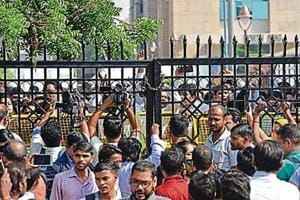 No 'coercive action' against cops booked for Tis Hazari court violence; lawyers suspend strike
