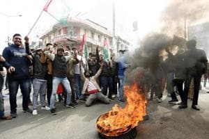 Protestors danced to Bhojpuri songs wearing Saris on the Ganga bridge: Chaos in Bihar during anti-CAA shutdown