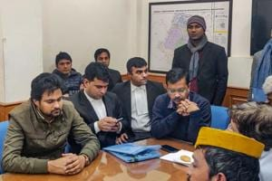 Kejriwal to fight for New Delhi seat with 'Chak De' star, cab driver and 90 others