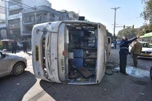 School bus collides with cluster bus in Delhi's Naraina, 6 students injured