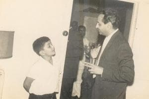 Rishi Kapoor shares another throwback photo with Pran: 'Man to man talk with the legend'
