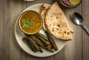 An ideal dinner should be low on fats, sugars and carbohydrates. You're best off with soups, dalia or just rotis, sabzi and dal.