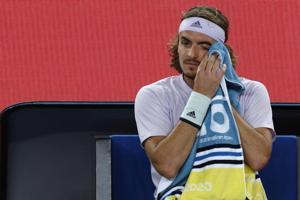 Big-serving Milos Raonic knocks out Stefanos Tsitsipas in straight sets