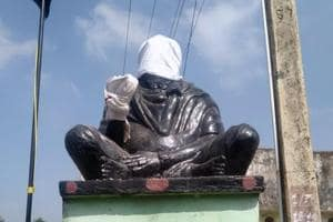 Amid furore, Periyar statue vandalised in TN