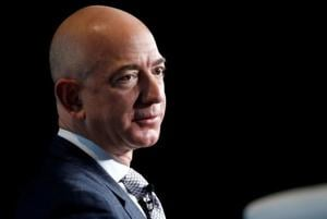 Amazon CEO Jeff Bezos' girlfriend may have leaked their personal text messages: Report