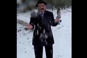 Weatherman playfully attacked with snowballs, netizens amused
