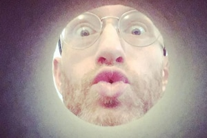 Moonselfie trend amuses people, it makes you look like the celestial body- Tried it yet?