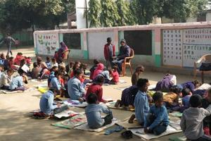 This government school in Bihar assembles under a tree